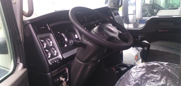 Kenworth T800 Interior 2