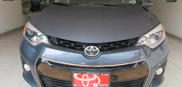 Toyota Corolla Atrás 14