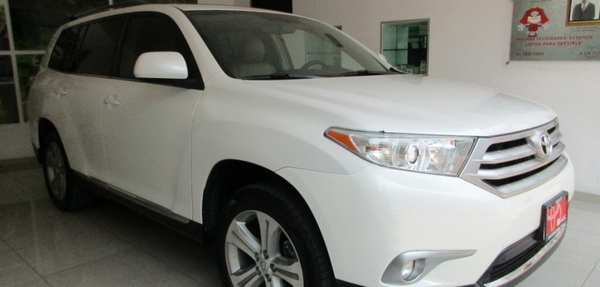 Toyota Highlander Interior 16