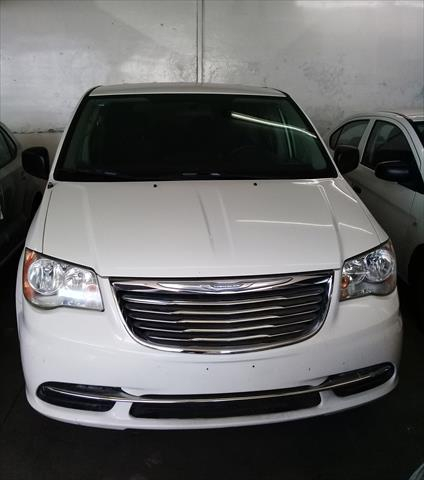 chrysler-town-and-country-2012