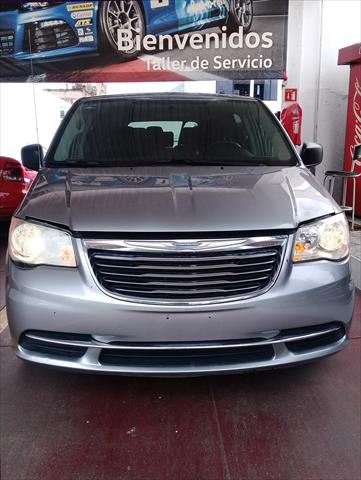 chrysler-town-and-country-2016