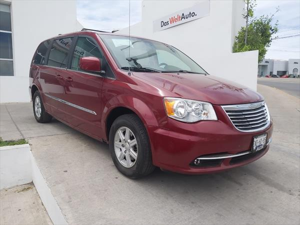 chrysler-town-and-country-2013