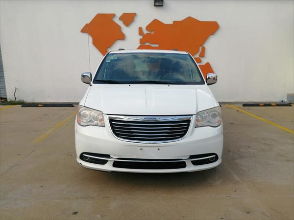 chrysler-town-and-country-2014